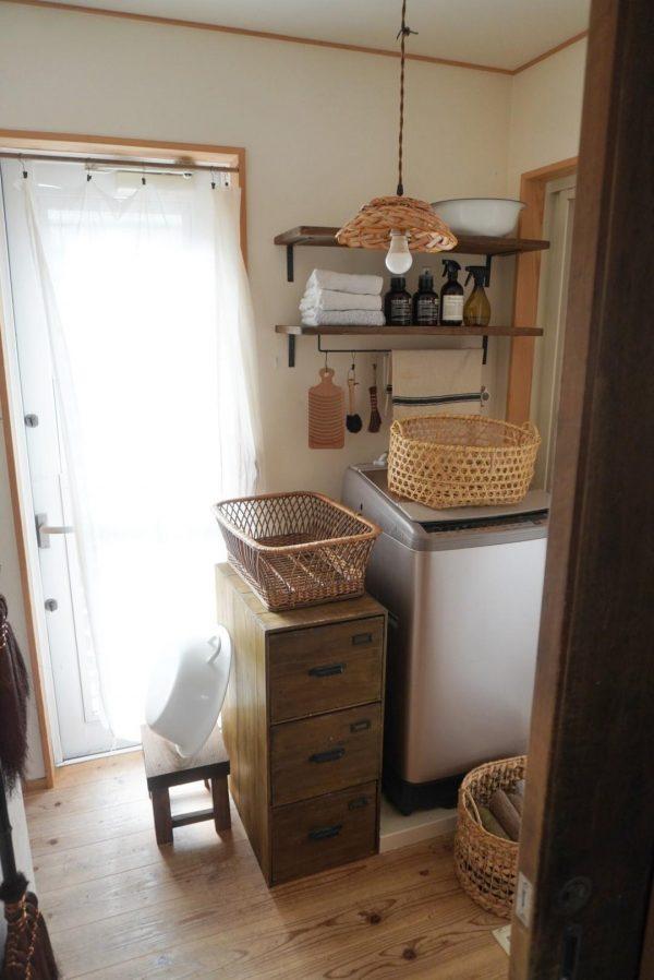 おしゃれな棚を手作りした洗面所