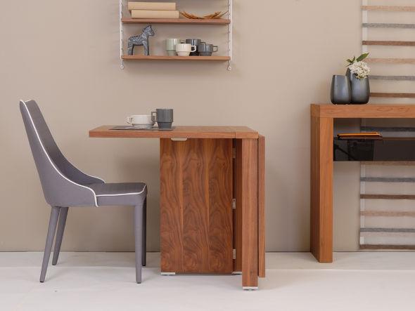 北欧風デザインのフォールディングテーブル