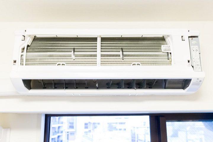 エアコンのカビ汚れの掃除方法とは?原因と内部の黒カビの取り方を解説2