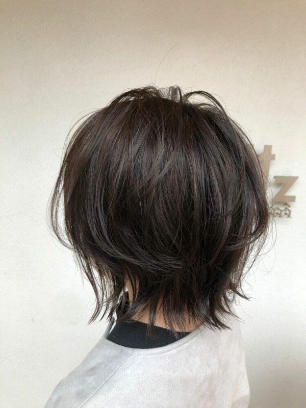 外ハネのショートヘアアレンジ