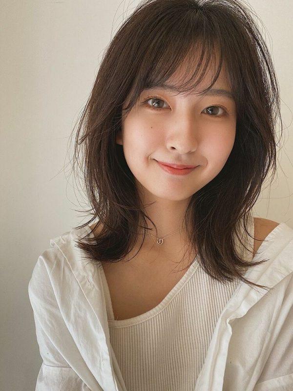前髪ありの韓国風やわらかウルフヘアアレンジ
