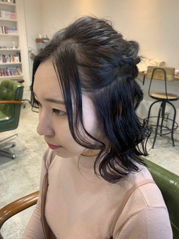 すっきりとした前髪なし結婚式向けハーフアップ
