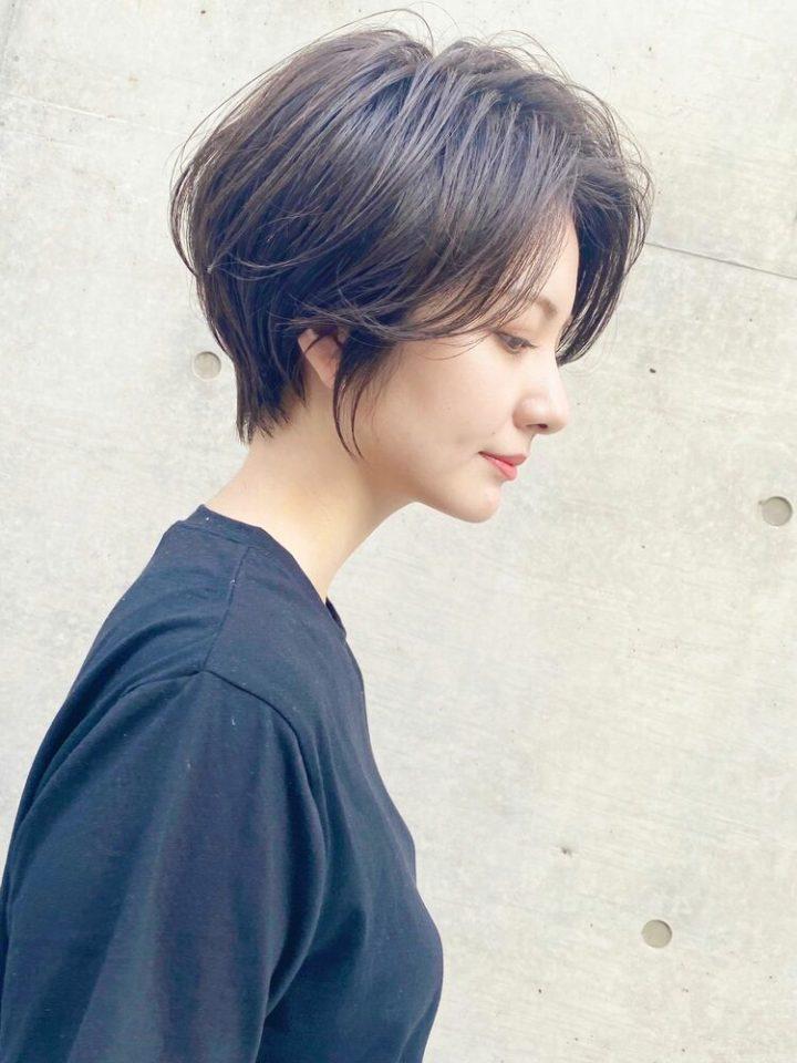 黒髪のクールなショートヘア前髪アレンジ