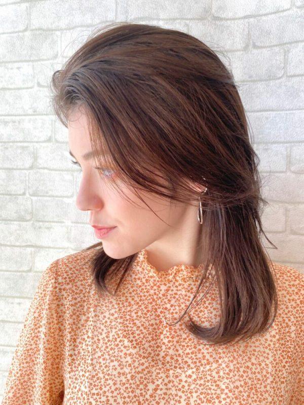 前髪を流して決まる女性向けオールバック