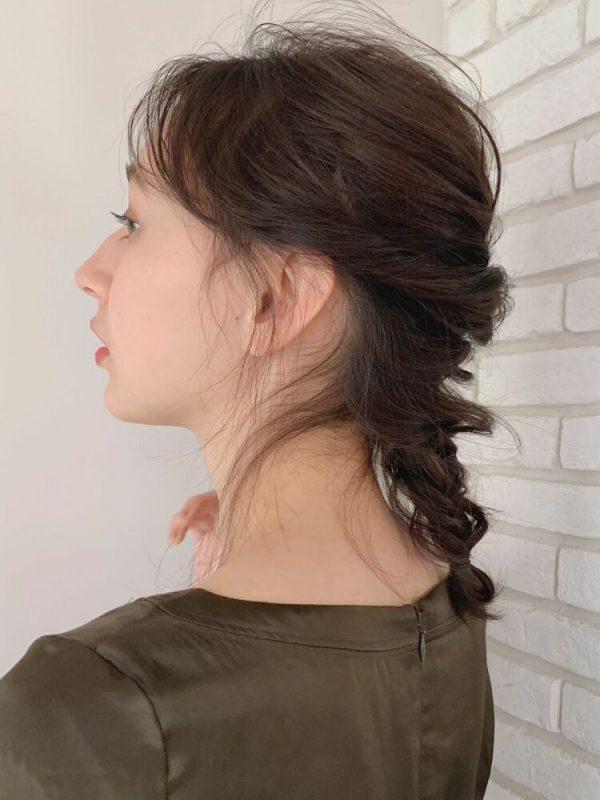 ルーズな編み込みが可愛い前髪なし×まとめ髪