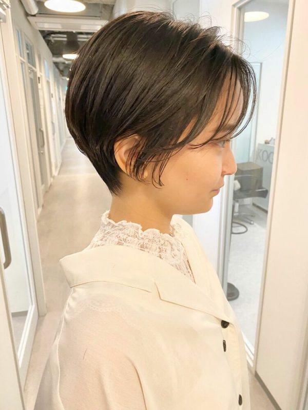 簡単な前髪中心のハンサムショートアレンジ