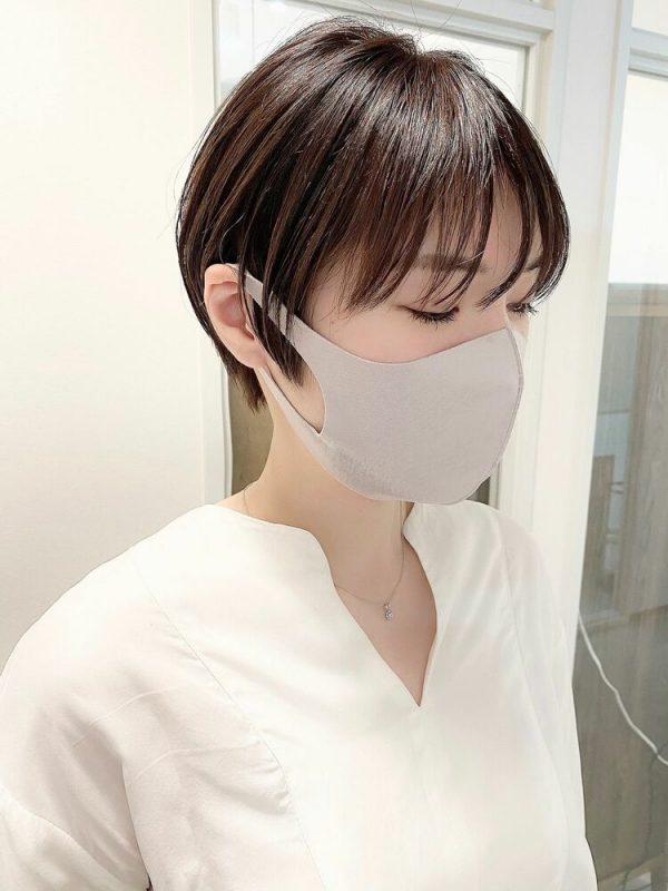 マスク姿が柔らかく見えるふんわりショート