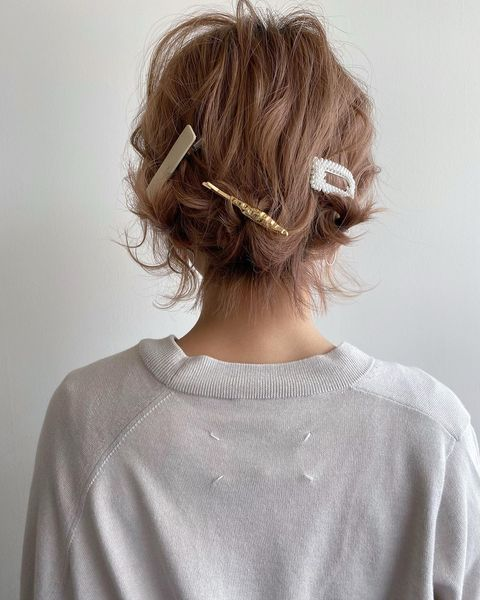 ヘアアクセを活用した前髪なし×まとめ髪