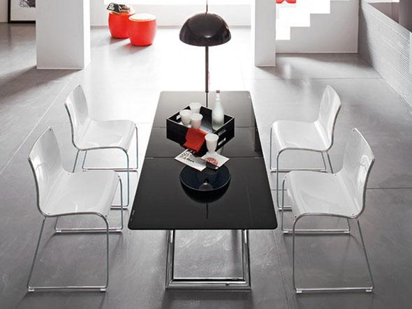 広がる天板が人気の昇降式テーブル