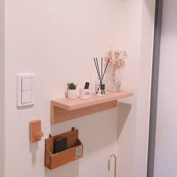 壁に小さな棚をつける
