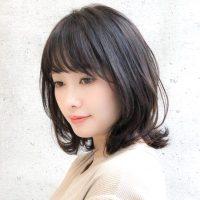 40代女性×ミディアムウルフカット特集。美シルエットが叶えるおしゃれな髪型14選
