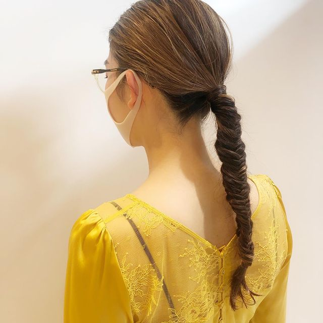 フィッシュボーンのタイトな前髪なし×まとめ髪