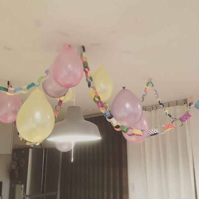 風船と折り紙を使った天井の飾り付け