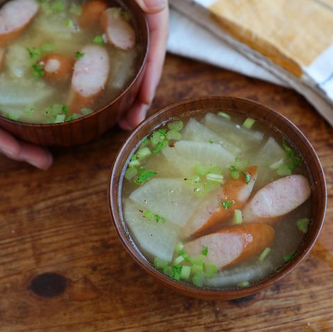 定番レシピ!大根とウインナーの味噌汁