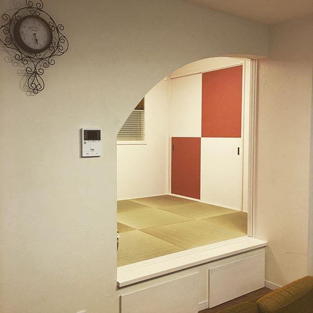 入り口からモダンな印象を与える素敵な和室