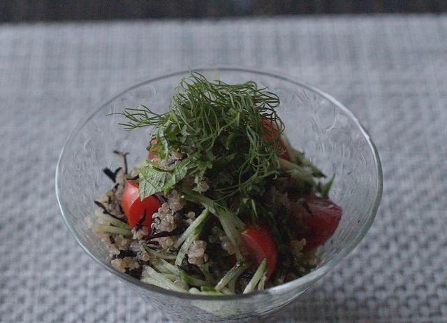 人気キヌアとスタイリッシュなひじきサラダ