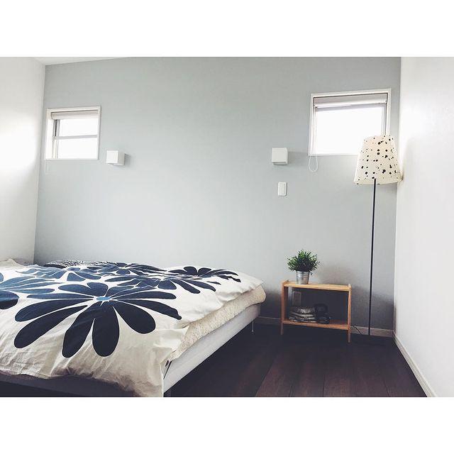アクセントカラーを素敵配置した寝室レイアウト