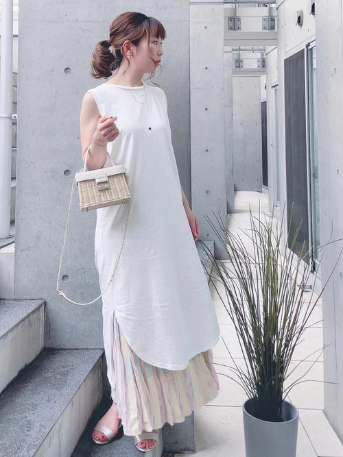 ZARAロングスカート×白ワンピの夏コーデ