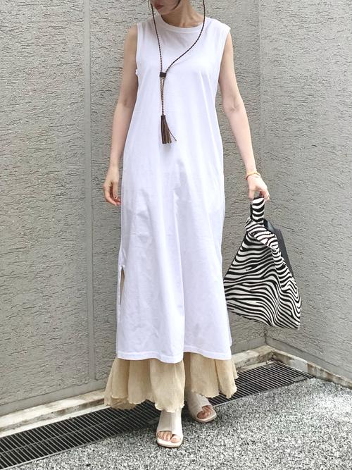 ユニクロ白ワンピース×スカートの夏コーデ