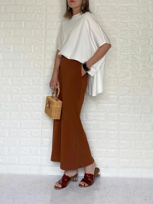 ユニクロ茶色スカート×Tシャツの夏コーデ
