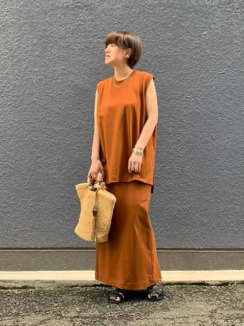 ユニクロ茶色スカート×セットアップの夏コーデ