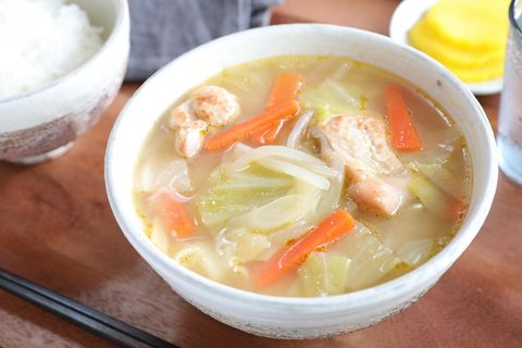 簡単メニュー!炒め野菜と鶏肉の味噌汁
