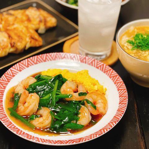 人気の中華レシピ!エビニラ炒め