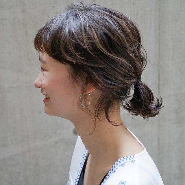 まとめ髪を個性的に魅せるオン眉大人前髪