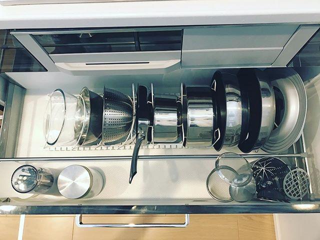 ニトリのスタンドでボウルや鍋を収納