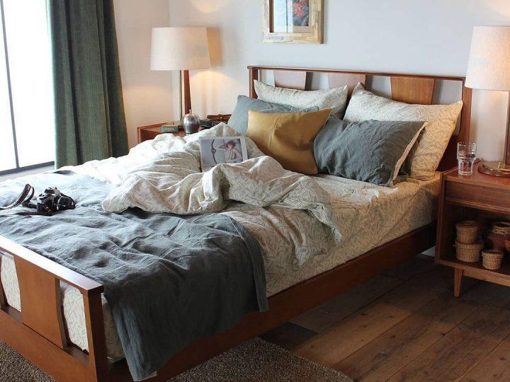 ナチュラルスタイルのおしゃれな寝室レイアウト