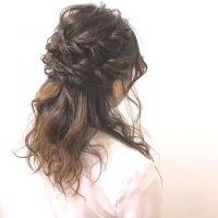 結婚式のお呼ばれヘアは上品なハーフアップで。マナーを守った大人おしゃれな髪型