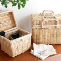 天然素材で編み込まれた「バスケット」。見せる収納として便利に使える!