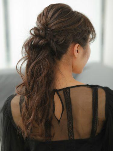 まとめ髪見えするネオハーフアップの髪型