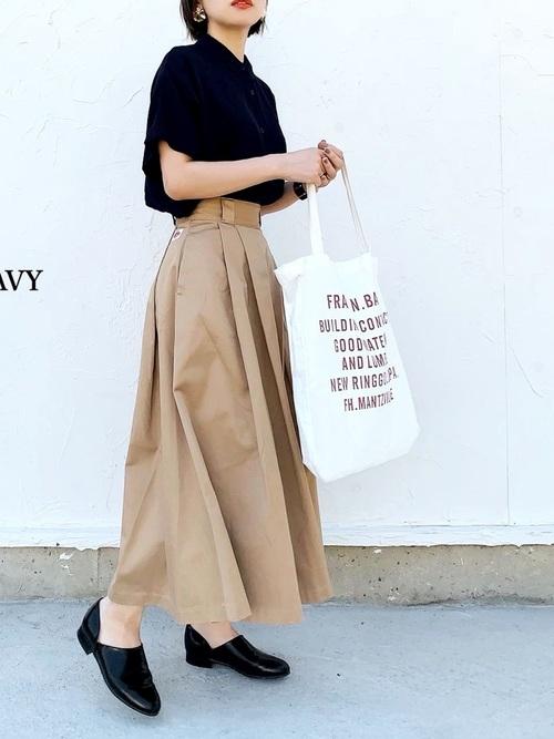 ユニクロ紺ブラウス×スカートの夏コーデ