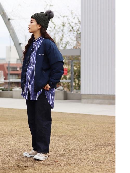 ストライプシャツ×紺色ブルゾン