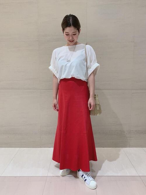 白スニーカーの夏コーデ《スカート》2