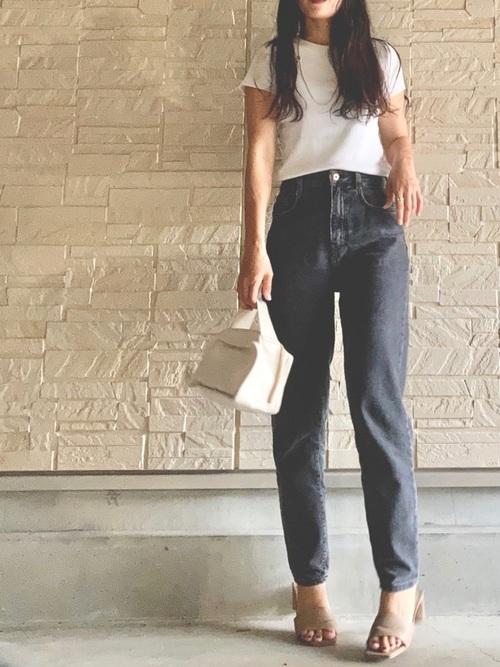 ZARA黒デニムパンツ×白Tシャツの夏コーデ