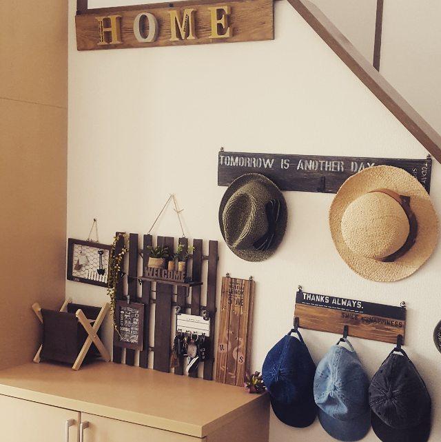 壁面を使って帽子を収納するアイデア