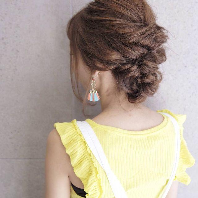 ミディアム向けのまとめ髪×三つ編みアレンジ