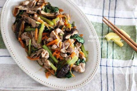 豚肉、小松菜、人参、炒め物。