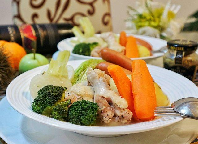 ブロッコリー、じゃがいも、人参、手羽元鶏肉、かぶ、キャベツ、ポトフ。