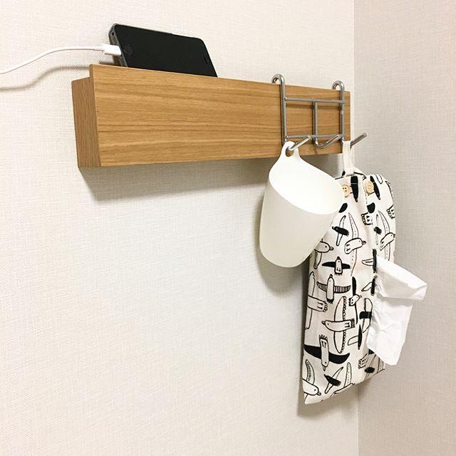 ベッドサイドのツールを置いたアイデア