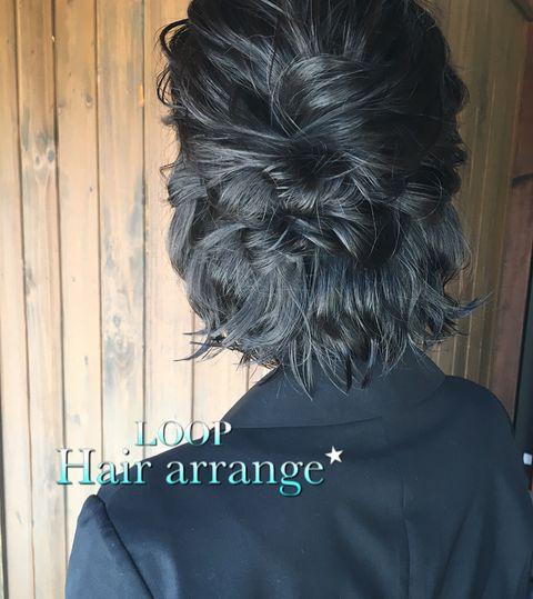 暗髪でおしゃれな結婚式向けハーフアップ