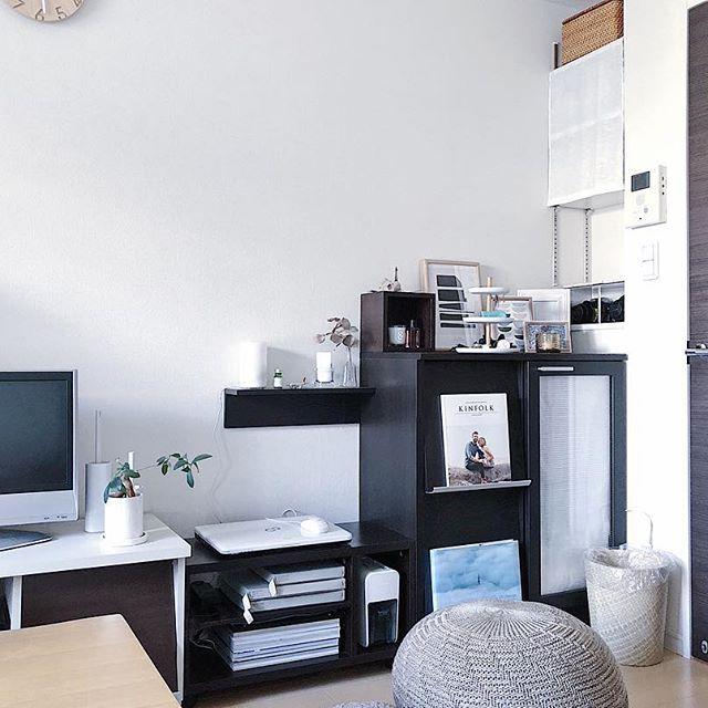 家具と家具の間を利用したデスクレイアウト
