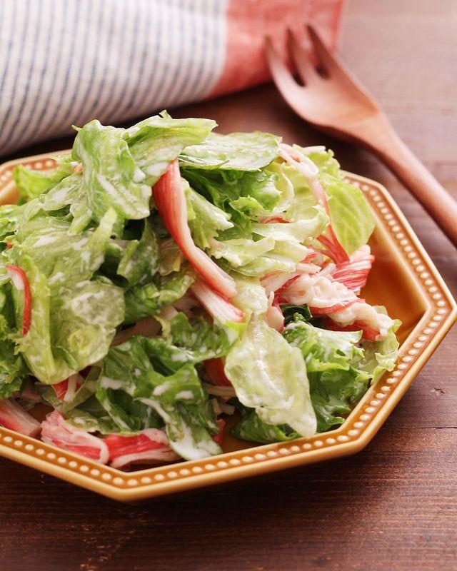 人気の一品!カニカマとレタスのサラダ