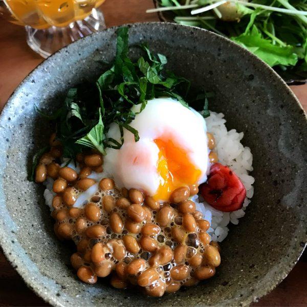 中学生の朝ごはんに人気!納豆卵ごはん