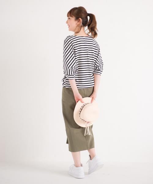 ロングタイトスカート×コサージュカンカン帽