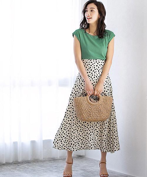 フレンチ袖カットソー×レディーススカート