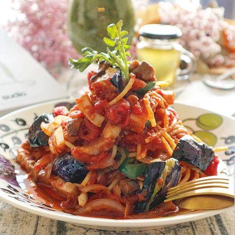 洋食の定番!ナスとベーコンのトマトソースパスタ