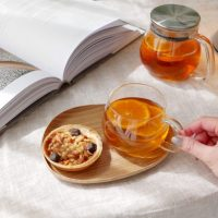 雰囲気たっぷりな「カップ&プレート」。自宅で簡単にカフェ気分が味わえる!